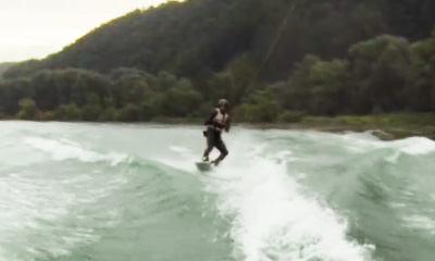 Vimeo Video: Wakeboarden auf der Donau Wakeboarden hinterm Boot